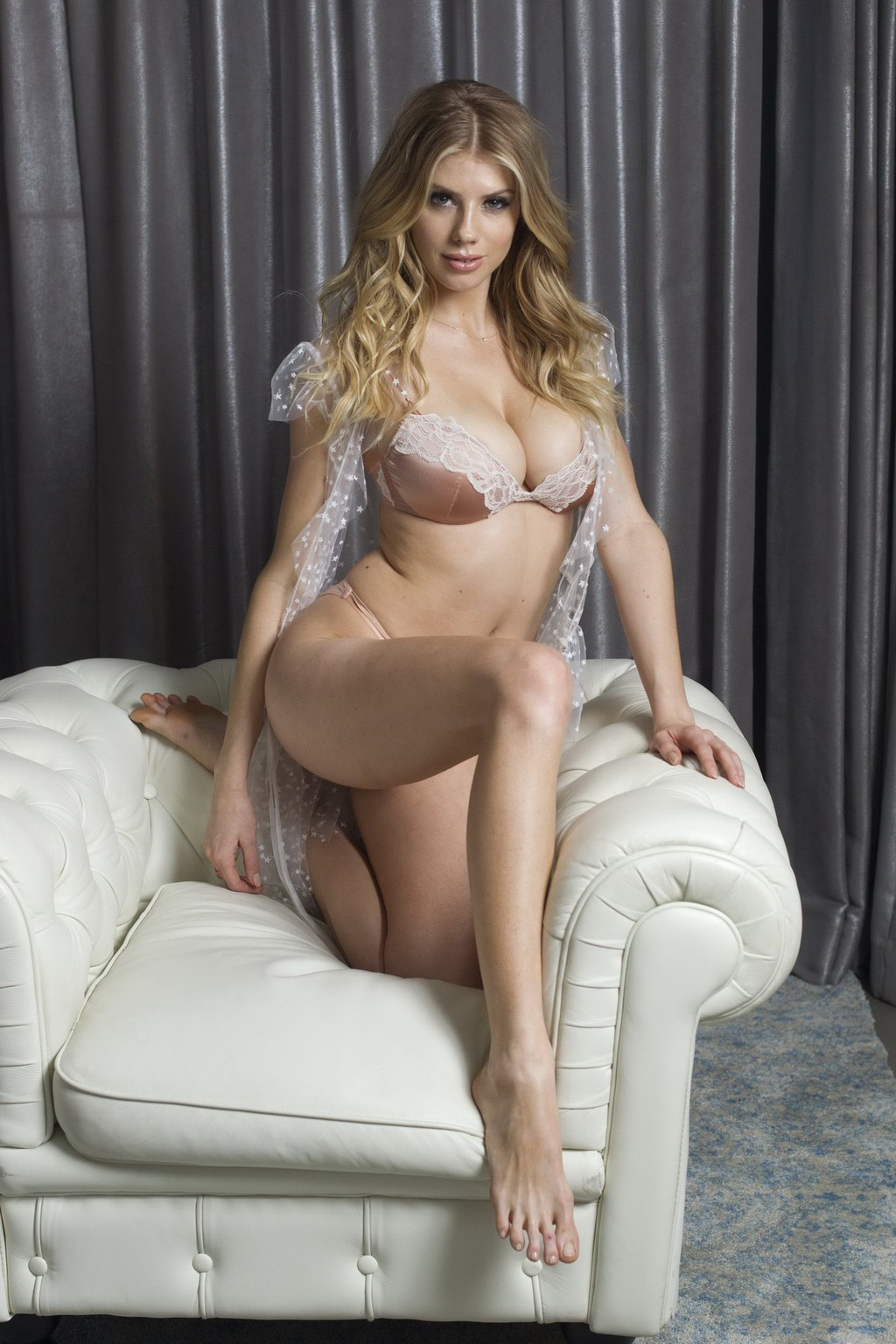 Charlotte McKinney 03