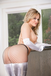 Amazing Assed Blonde In Fishnet Patyhose
