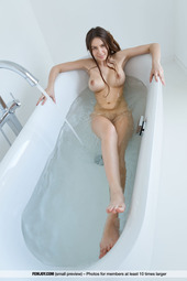 Alisa I Takes A Hot Bath