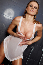 Randy Moore Showers Her Hot Body