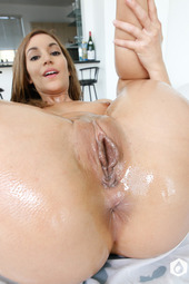 Moka Mora In Oiled For Splits