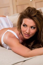 Very Hot MILF Lynda Leigh