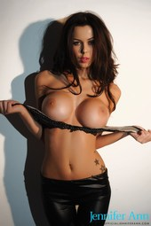 Sexy Busty Babe Jennifer Ann