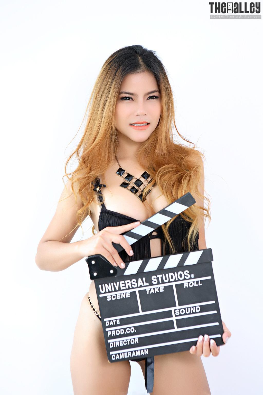 Gorgeous Asian Veevie 00