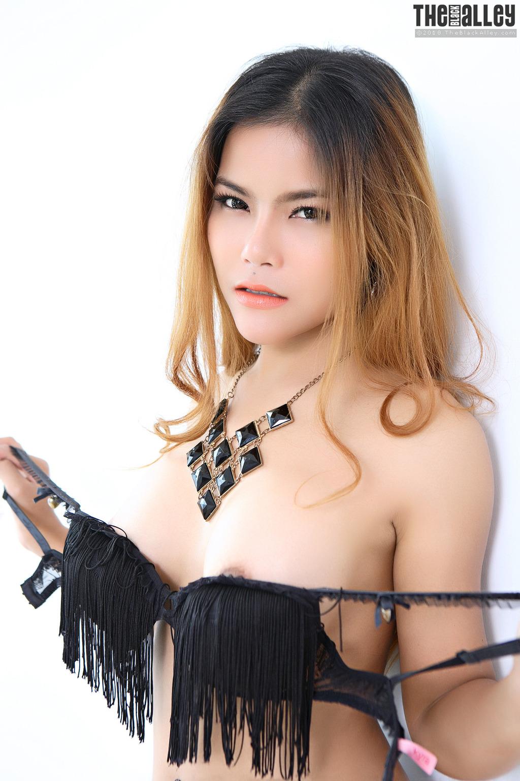 Gorgeous Asian Veevie 11