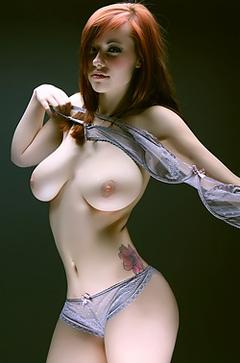 Sexy Redhead Babe Elizabeth