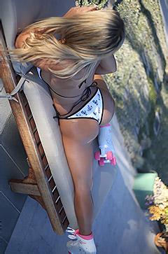 Tahlia Paris Poses In Sexy Swimmsuit