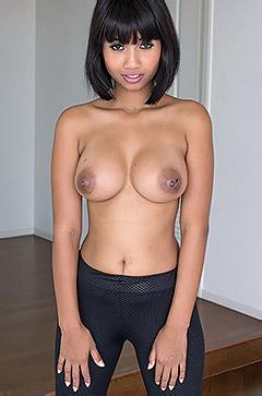 Xanny Reveals Her Perky Boobs