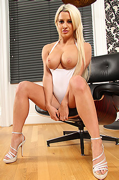 Sexy Big Boobed Blonde Sienna