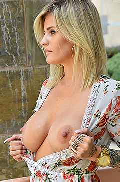 Franki - Achingly Hot