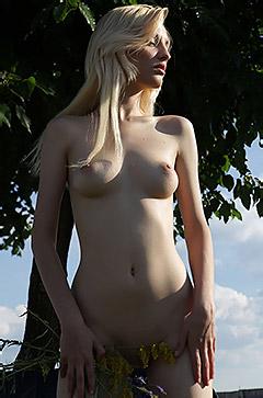 Kira W