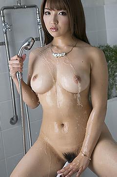 Shiori Kamisaki Takes A Shower