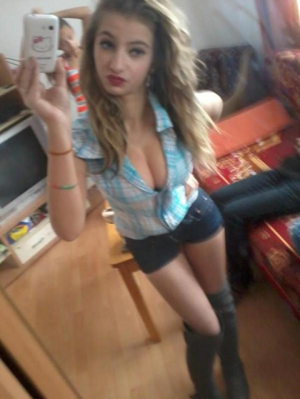 Slutty Teen Takes Selfies - picture 4 / 14 | BabeImpact